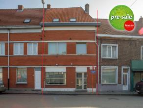 Deze goed afgewerkte rijwoning is volledig instapklaar en staat te koop in Gent (Mariakerke). Het huis is compleet gerenoveerd in 2013 en voldoet dus