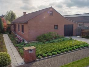 In een residentiële wijk op een boogscheut van het centrum van Roeselare vinden we deze gelijkvloerse woning. De woning is opgetrokken op een per