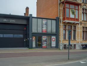 Instapklaar kantoor/commerciële ruimte (176m²) met opslag (185m²) op zichtlocatie langs de ring van Brugge.<br /> <br /> Indeling:<br /