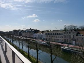 Zeer ruim en lichtrijk appartement gelegen op de Ferdinand Lousbergskaai te Gent. Absolute rust en privacy op de derde en vierde verdieping!!<br /> Vo