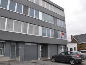 Leuk 3-slaapkamerappartement (95m²) gelegen op de eerste verdieping. Het appartement is centraal gelegen in de Brugse rand en heeft een goede ber