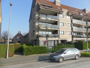 Gelijkvloers appartement met 2 slaapkamers, terras, tuin en garage. Nabij scholen, winkels en met een vlotte verbinding. <br /> <br /> Indeling:<br />