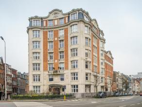 Dit appartement met garage, in residentie Parc Résidence, bestaat uit drie slaapkamers en bevindt zich op een topligging met uniek zicht op het