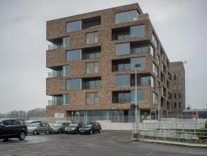 Nieuwbouw appartement met 2 slaapkamers en terras nabij het station Brugge. Op perfecte ligging nabij alle invalswegen (expresweg, E40, E403...).<br /
