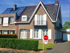 Ruime woning in residentiële buurt met 3 slaapkamers en tuin. Zeer rustig gelegen en uitstekende verbindingen met invalswegen en snelwegen.<br />
