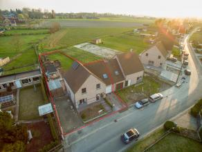 Deze leuke halfopen bebouwing op een perceel van 786m² is gelegen in rustige straat te Dergneau. Dit op 5 minuten van het centrum van Ronse en op