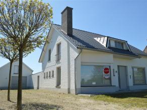 Villa met zeer gunstige ligging te Rumbeke.<br /> <br /> Gelijkvloers:<br /> Inkom, apart toilet, lichtrijke living, keuken, kelder, wasplaats, slaapk