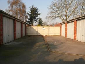 Garage te huur met kantelpoort gelegen in de Lindestraat te Izegem. Gelegen op een boogscheut van het centrum van Izegem.<br /> <br /> => Vrij vana