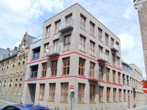 Uiterst centraal gelegen appartement te huur in Ieper op wandelafstand van de Grote Markt. Rustig gelegen! Ondergrondse autostaanplaats, 3 slaapkamers