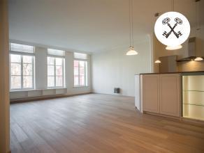 Dit exclusief appartement, gelegen in hartje centrum Brugge, geniet een open zicht op het Simon Stevinplein; De bewoonbare oppervlakte van zomaar lief