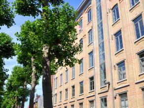 Schitterende loft met prachtig zicht over Brugge.<br /> <br /> Indeling:<br /> Inkom met toilet - ruime woonkamer (76m²) in parket - open ingeric