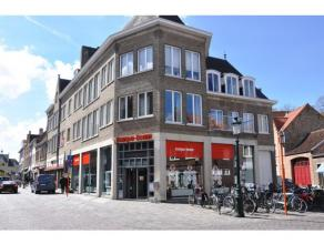 Gerenoveerd appartement op 1°V. met 1 slaapkamer in centrum Brugge. Met vlotte verbinding en op wandelafstand van winkels, scholen en het openbaar