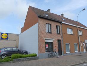 Rijwoning met 3 slaapkamers en terras, gelegen nabij het centrum van Brugge en de Expressweg. In de onmiddellijke omgeving vinden we winkels, scholen