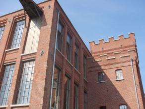 Schitterende loft in unieke omkadering. <br /> <br /> Het betreft een voormalig fabriekspand waarin 43 luxueuze lofts werden ondergebracht. In dit com