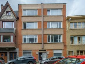 Op te frissen appartement gelegen in Gent op de eerste verdieping met een oppervlakte van 65m². Het appartement geniet van een open keuken met le