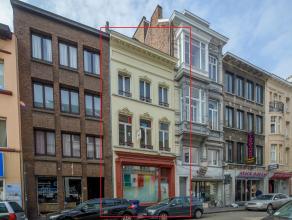 Dit handelspand met woonst is gelegen op een toplocatie in de Brabantdam te Gent. Op slechts 2 minuten van het Zuid en op wandelafstand van het histor