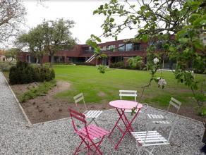 Groot luxueus villa-appartement (193m²) met 2 slaapkamers, zonnig terras en garage gelegen op wandelafstand centrum Adegem (Zijstraat van de Kerk