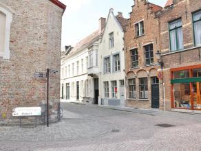 Moderne woning met 2 slaapkamers en 2 terrassen. Woning is gelegen in hartje van Brugge nabij winkels, openbaar vervoer,...<br /> <br /> Indeling:<br