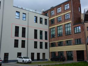 Deze assistentiewoning is gelegen in de residentie Colleghof Service op een absolute toplocatie! De Sint-Michielsstraat vormt de verbinding tussen de