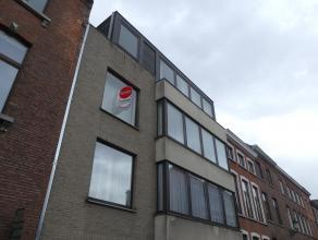 Lichtrijk appartement met 2 slaapkamers in het centrum van Brugge. Gelegen nabij 't zand op wandelafstand van winkels, openbaar vervoer, scholen,...<b