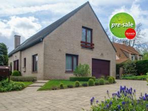 Op een grondoppervlakte van 705m² vinden we dit hedendaags huis met 4 slaapkamers te koop. Gelegen nabij het centrum van Aalter met goede verbind