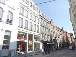 Prachtig ruim appartement in centrum Brugge. Het appartement is afgewerkt met kwalitatieve materialen en beschikt over 1 ruime slaapkamer, dressing en