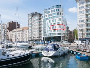 Dit instapklaar nieuwbouwappartement is gelegen te Oostende in de Residentie Phenom. Vanuit de living, keuken en terras kan men genieten van een prach