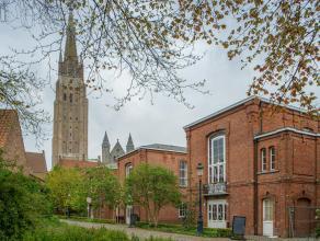 Drie kantoormodules van 161m² in het Brugse stadscentrum, op de site Oud Sint-jan.<br /> <br /> Indeling:<br /> De gelijkvloerse ruimtes bestaan