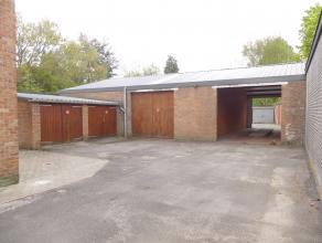 Afgesloten garagebox met plaats voor 1 wagen.<br /> <br /> - Huurprijs: € 60,00