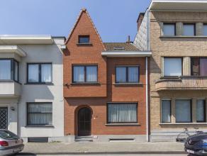 Zoekt u een knus en gezellig huis nabij het centrum van Kortrijk. Dan nodigen wij u uit om een kijkje te komen nemen in dit huis.<br /> De woning is u