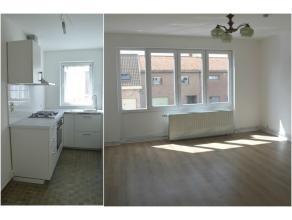 Lichtrijk appartement met 2 slaapkamers en terras te huur in Ieper. Instapklaar en onmiddellijk vrij, volledig geschilderd. Geen lift aanwezig. Het ap