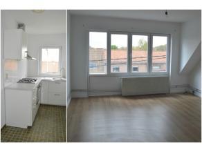 Lichtrijk, centraal gelegen appartement met 2 slaapkamers te huur in Ieper. Garage (40€/mnd) en terras aanwezig. Instapklaar, volledig geschilderd en