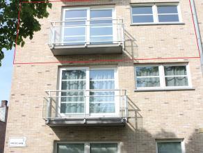 Jong en levendig appartement dichtbij het Gebroeders Van Raemdonckpark, op fietsafstand van het centrum.<br /> <br /> Indeling:<br /> <br /> Ruime lic