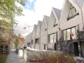 Nieuwbouwwoning met 4 slaapkamers op prachtlocatie in het centrum van Brugge. Woning is gelegen nabij winkels en openbaar vervoer.<br /> Woning is voo