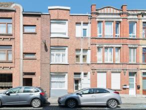 Deze rijwoning is gelegen te Oostende op een zeer centrale doch rustige ligging. Thans onderverdeeld in twee appartementen. U bevindt zich dichtbij he