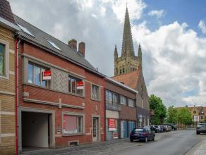 Prachtige unieke eigendom met 350 m² bewoonbare oppervlakte in centrum Rumbeke. Deze ruime woning, gelegen net onder de kerktoren, werd sedert 20