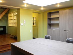 Ruim en volledig instapklaar gelijkvloersduplex appartement in een gezellige goedgelegen woning.<br /> Dit appartement van 90m² werd volledig gro