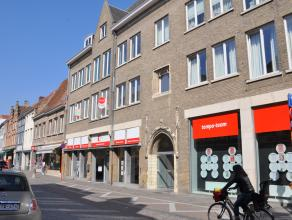 Volledig gerenoveerd appartement op 1°V. (lift aanwezig) met 2 slaapkamers in centrum Brugge. Het lichtrijke appartement is gelegen in centrum Bru