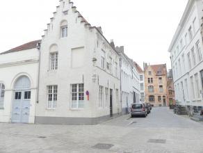 Volledig gerenoveerd authentieke herenwoning in het centrum van Brugge.  De woning is afgewerkt met kwalitatieve materialen en is gelegen in het centr