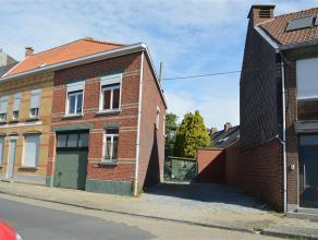 Op een grondoppervlakte van +/- 1.030 m² vinden we deze bebouwing te koop. Deze eigendom bevindt zich in de kern van Roeselare maar heeft een vlo