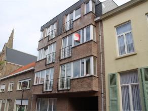 Mooi appartement met 1 slaapkamer gelegen te centrum Gistel in een autoluwe straat op een boogscheut van de kerk en in de onmiddellijke nabijheid van