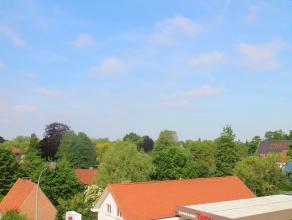 Op een woonoppervlakte van 165 m² vinden we dit prachtig gerenoveerd duplex appartement. Gelegen nabij het centrum van Kortrijk met goede verbind