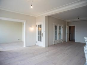 Dit volledig gerenoveerd appartement is gelegen in het hartje van Gent. Dit appartement op de 5e verdieping geniet een wijds zicht over de Kouter. <br
