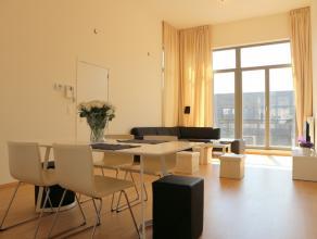 Ruime appartement met 2 slaapkamers van 103m² . Bovendien is er ook een terras aan de voor- en achterkant van 28m² in totaal.<br /> <br /> H