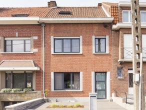Deze charmante woning met zonnige tuin op het zuid-westen is zo te betrekken. Dit huis straalt sfeer en comfort uit en beschikt over centrale verwarmi