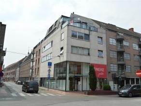 Wenst u graag ruim te wonen in hartje Roeselare? <br /> Dan is dit duplexappartement misschien wat u zoekt. <br /> <br /> Het appartement omvat:<br />