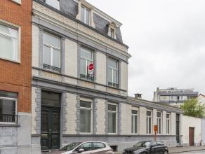Dit bijzonder goed bewaard herenhuis te koop in Kortrijk is gelegen in de historische stadskern.<br /> <br /> Het betreft een voormalige notariswoning