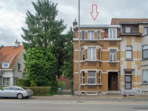 Op een boogscheut van het centrum van Oudenaarde wordt deze karaktervolle burgerwoning te koop aangeboden. Het huis is gelegen in de deelgemeente Edel