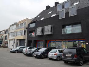 Nieuwbouwappartement met 2 slaapkamers, terras en autostaanplaats gelegen aan de rand van Brugge in nabijheid van winkelcentrum.<br /> <br /> Indeling