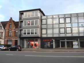 Appartement met 2 slaapkamers te Sint-Andries. Gelegen vlakbij Expressweg en met vlotte verbinding naar E40 en E403.<br /> <br /> Indeling:<br /> 2&de